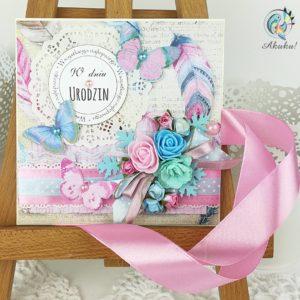 Kartka urodzinowa pastele pióra motyle